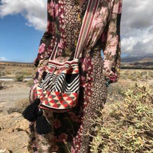mochila torebka w stylu boho we wzory z czarnymi chwostami