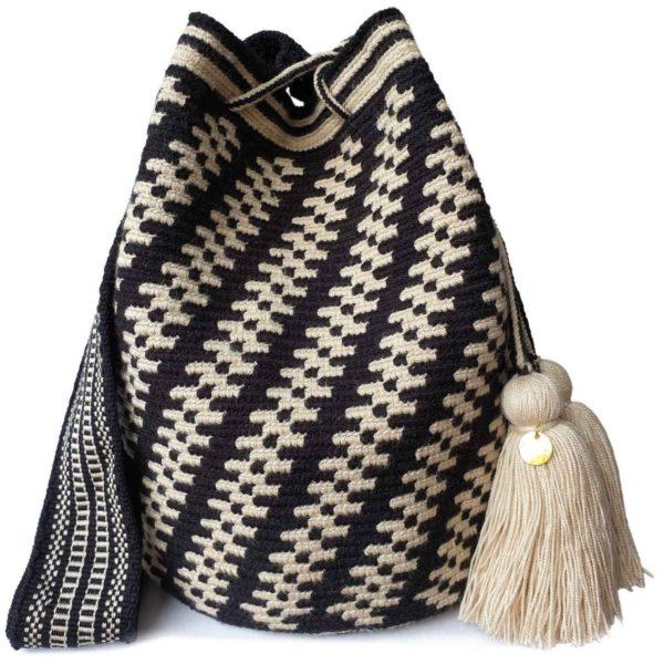 biało czarna torebka w stylu boho, z pomponami, ręcznie robiona