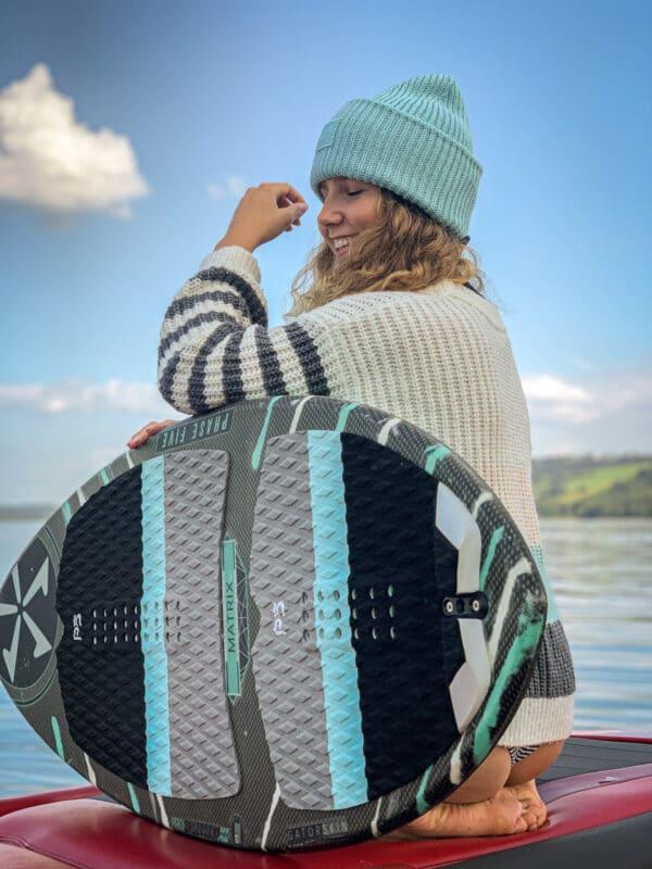 niebieska surferka czapka beanie miękka i ciepła