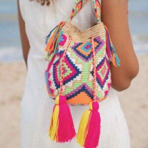 kolorowa wakacyjna torebka z pomponami plecioną