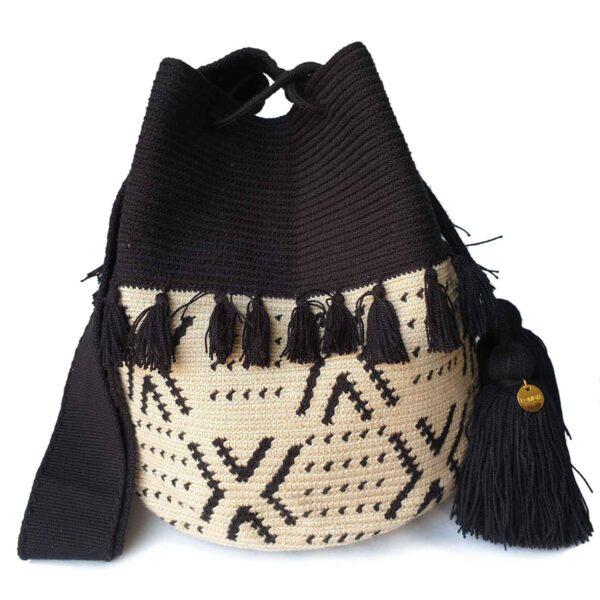 czarno-biała torebka z pomponami