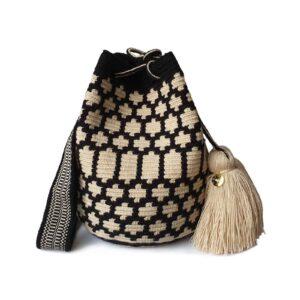 biało-czarna letnia plecioną torebka z pomponami