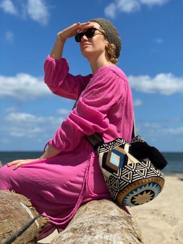 wakacyjna plażowa kolorowa torebka z pomponami