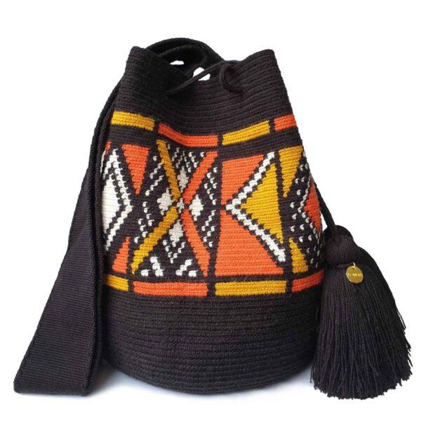 czarna torebka w etniczne indiańskie wzory